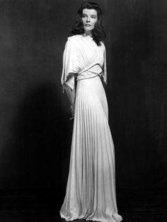 Adrian Adolph Greenburg diseñó el imponente vestuario de Katharine Hepburn en Historias de Filadelfia, George Cukor, 1940.