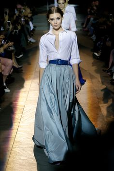 The complete Carolina Herrera Fall 2018 Ready-to-Wear fashion show now on Vogue Runway. Fashion 2018, Look Fashion, Runway Fashion, High Fashion, Autumn Fashion, Womens Fashion, Fashion Design, Fashion Trends, Mode Outfits