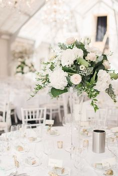 20 Truly Stunning Tall Wedding Centrepieces