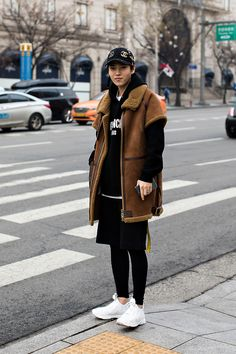 HAT | PEACEMINUSONE X BAJOWOO OUTER| CLASS HOODY| GIVENCHY TSHIRT| COMME des GARCONS PANTS| GIVENCHY BELT| OFF WHITE SHOES| VETEMENTS X REEBOK Seung Ryul, Street Fashion 2017 in SEOUL …