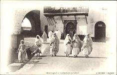 Ansichtskarte / Postkarte Mauresques se rendant an marabout, verschleierte Frauen auf der Straße