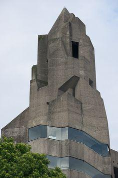Bergisch Gladbach-Bensberg: Rathaus (Gottfried Böhm, actually looks so contemporary Concrete Architecture, Space Architecture, Gothic Architecture, Futuristic Architecture, Amazing Architecture, Contemporary Architecture, Concrete Building, Amazing Buildings, Modern Buildings