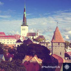 Une ville pittoresque où les ruelles sinueuses mènent à des églises médiévales... Préparez-vous à être enchanté! L'aventure commence à bord du #MSCSinfonia #Tallinn