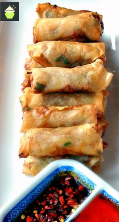 Chinese Spring Rolls - The Best Easy Chinese Recipes Easy Chinese Recipes, Asian Recipes, Chinese Desserts, Chinese Appetizers, Authentic Chinese Recipes, Italian Appetizers, Asian Foods, Chinese Spring Rolls, Chinese Rolls
