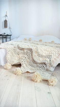 Knitted thick wool blanket with POMPOMS by lacasadecoto on Etsy