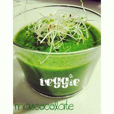 Veggie #veggie #sano #espinacas #manzana #zanahoria #brotesalfalfa #cuidate #madrid #mascocolate
