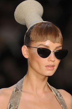 John Galliano for Christian Dior Spring Summer 2009 Ready-To-Wear Galliano Dior, John Galliano, Ladies Who Lunch, Fashion Show, Fashion Design, Fashion Details, Paris Fashion, Headgear, Wearable Art