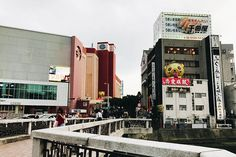 The birthplace of tonkotsu ramen and known for its yatai food stalls, Fukuoka is the perfect city destination in Japan for foodies. There are plenty of things to do in Fukuoka that make the city worth visiting. Japan Beach, Stuff To Do, Things To Do, Seaside Park, Japan Country, Fukuoka Japan, Visit Japan, Beautiful Park, Travel Companies