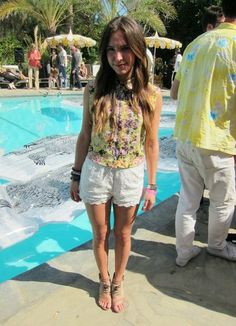 cute lace shorts and a floral top are perfect for the poolside