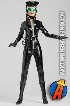 A head-to-toe view of this 13-inch Tonner dressed Catwoman figure with cloth outfit. Please visit our site for pricing and availability. #catwoman #tonner #actionfigures