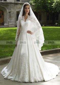 2016 Luxury Lace Appliques Sexy V-Neck Long Sleeve Kate Middleton Princess Wedding  Gown 87909993cb04