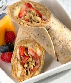 peanut butter, strawberries, bananas and granola = healthy breakfast to go. Yum..