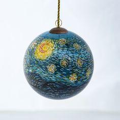 Hand painted Hengshui Neihua glass ornament comes with a keepsake box.