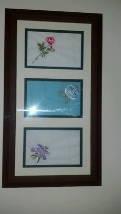 Handkerchiefs displayed in a frame Diy Projects To Try, Craft Projects, Sewing Projects, Vintage Crafts, Vintage Decor, Framed Doilies, Vintage Fabrics, Vintage Linen, Handkerchief Crafts