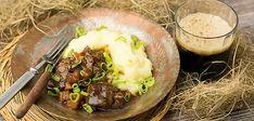 Irish beercasserole with smashed potatoes. Koti, Mashed Potatoes, Irish, Food Ideas, Beef, Ethnic Recipes, Whipped Potatoes, Meat, Irish Language