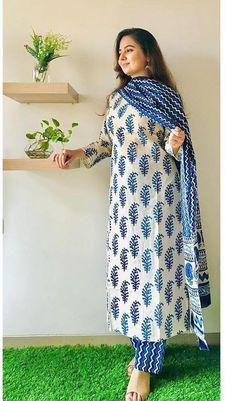 Simple Kurta Designs, Kurta Designs Women, Stylish Dress Designs, Stylish Dresses, Casual Indian Fashion, Indian Fashion Dresses, Indian Designer Outfits, Indian Outfits, Indian Gowns