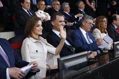 Sus Majestades los Reyes Felipe VI y Letizia presiden la Funal de la #copadelrey de fútbol en el Estadio #vicentecalderon de Madrid.  22-05-2016
