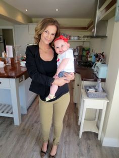 Anna Saccone: Outfit of the Day Anna Saccone Joly, Saccone Jolys, Four Year Old, Most Popular Videos, Neutral Outfit, Cute Family, Maternity Wear, Mom And Dad, Love Fashion