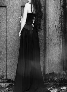ELEGANCE IN BLACK   Lady_Boleyn