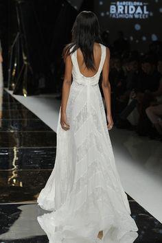 A Yolan Cris, representada no Brasil pela Casamarela, apresentou a Coleção 2017 de vestidos de noiva durante a Barcelona Bridal Week. E é claro que a passa