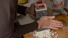 Z dob starověkého Egypta a Řecka se dochovaly doklady o tom, že se na výrobu sýra používaly dva základní postupy zpracování mléka. Kefir