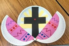 Easter Cross Craft for Children It's hard to avoid Easter eggs and the like, at Easter time. With this simple craft you can illustrate the real meaning behind Easter to your children. What yo… Sunday School Activities, Easter Activities, Kids Crafts, Bible Crafts, Kids Church Crafts, Image Jesus, Easter Religious, Christian Crafts, Christian Preschool Crafts