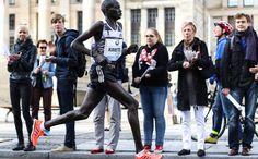 Dennis Kimetto Breaks World Record at Berlin Marathon