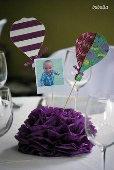 Centro de mesa con un pompom y foto
