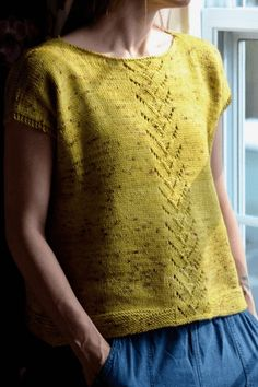 Another very special pattern designed by Andrea Yetman, combining her love of arisanal yarns and designing stylish knitting patterns. This pattern is available free of charge thanks to Biscotte Yarns and Louise Robert Design ''Andrea's Tee was inspired b Sweater Knitting Patterns, Knit Patterns, Free Knitting, Simply Knitting, Drops Patterns, Sock Knitting, Knitting Machine, Vintage Knitting, Stitch Patterns