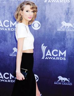 She's so perfect!   Love Taylor's style