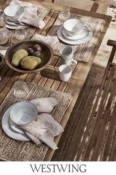 Für die Family mit Kindern, das Barbecue mit dem Freundeskreis oder einfach After Work zum Relaxen – die klassische Outdoor-Lounge in eleganter Teak-Optik läd nicht nur zum Chillen ein, sie begeistern mit ihrem klassisch-zeitlosen Design auch Sommer für Sommer. Entdeckt den gesamten Look jetzt auf WestwingNow! // Interior Inspo Möbel Dekoration Wohnideen Home Einrichten #klassisch #teakholz #outdoor #moebel #garten #terasse #staycation #westwing #mywestwingstyle