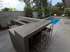 a unique outdoor kitchen with a full cover of granith - delcy Patalganga - Outdoor Kitchen Ideas Modern Outdoor Kitchen, Outdoor Kitchen Bars, Modern Patio, Backyard Bar, Backyard Kitchen, Outdoor Rooms, Outdoor Living, Outdoor Furniture Sets, Pergola