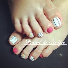 Perl & Stripe foot nail