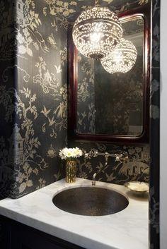 To da loos: Chinoiserie bathroom walls