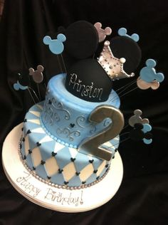 Adorable Mickey cake perfect for Baby Boy Shower Minnie Y Mickey Mouse, Bolo Mickey, Mickey Mouse Birthday Cake, Mickey Cakes, Minnie Mouse Cake, Mickey Party, Cupcakes, Cupcake Cakes, Ideas Bautismo