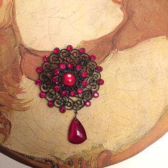 Vintage Japanned black filigree brooch with Red by TobysArtwear