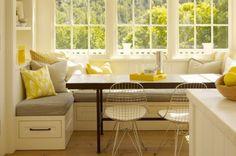 essecke gestalten weiße Holz-Sitzecke mit Schubladen