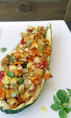 stuttgartcooking: Zucchini mit einer Gemüsefüllung und Käse überback...