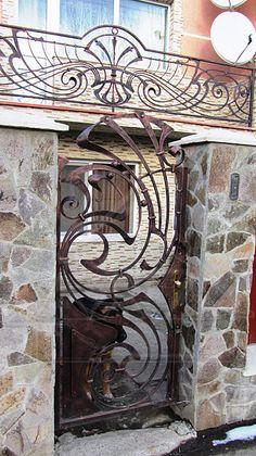 Нажмите чтобы закрыть изображение, нажмите и перетащите для изменения местоположения. Для просмотра изображений используйте стрелки. Art Nouveau Design, Art Deco, Stair Railing, Stairs, Security Gates, Wrought Iron Doors, Modern Fence, Iron Work, Blacksmithing