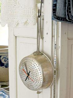 süzgeç desenli çılgın duvar saati modeli