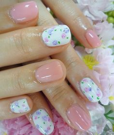 Sweet Floral Pink Nail Art Ideas for the Holiday Season