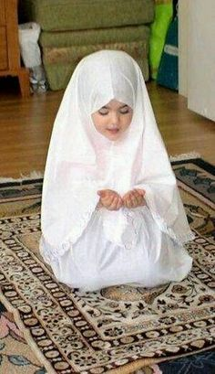 online quran classes for kids Cute Little Baby, Baby Kind, Cute Baby Girl, Cute Babies, Beautiful Children, Beautiful Babies, Baby Pictures, Cute Pictures, Baby Hijab