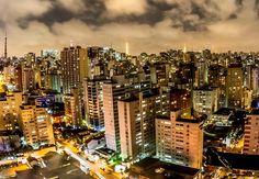 Dos tradicionais desfiles das escolas de samba aos blocos de rua e shows gratuitos, São Paulo tem opções de sobra para muita folia no Carnaval desse ano.