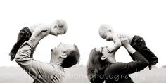 I love this idea for a family of 4 and young children! Twin Baby Photos, Twin Pictures, Newborn Photos, Outdoor Family Photos, Fall Family Photos, Family Pictures, Cute Photography, Family Photography, Motion Photography