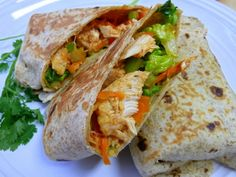 Mini Buffalo Chicken Ranch Wraps * could make greek yogurt ranch dressing to go with this as well :) Copycat Recipes, New Recipes, Dinner Recipes, Cooking Recipes, Healthy Recipes, Yummy Recipes, Favorite Recipes, Recipies, Yummy Food
