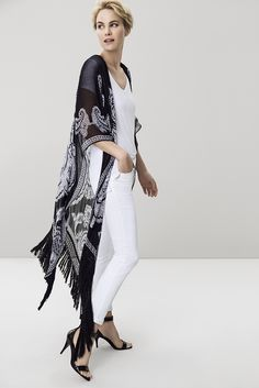 We are completely in love with this look. Key look: white on white with a gorgeous scarf print kimono. Fashion Shoes, Fashion Accessories, Art Direction, Fashion Online, Stylists, Kimono Top, Sexy Women, Plus Size, Key