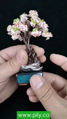 Diy Crafts For Home Decor, Diy Crafts Hacks, Diy Crafts For Gifts, Diy Arts And Crafts, Creative Crafts, Paper Flowers Craft, Flower Crafts, Diy Flowers, Fabric Flowers