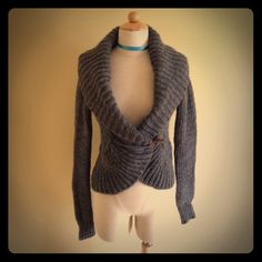 American Eagle Outfitters Grey Sweater Grey knit sweater. Extra buttons. Wood clip. Never worn!! American Eagle Outfitters Sweaters