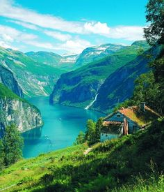 Summer cabin on the hill - Geirangerfjord, Norway