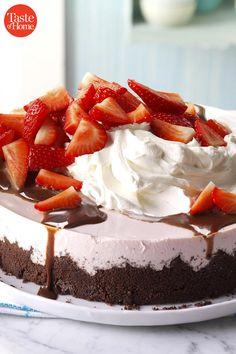 Pudding Desserts, No Bake Desserts, Dessert Recipes, Refreshing Desserts, Summer Desserts, Cool Whip Pies, Chip Dip Recipes, Strawberry Cream Pies, Lime Pie Recipe
